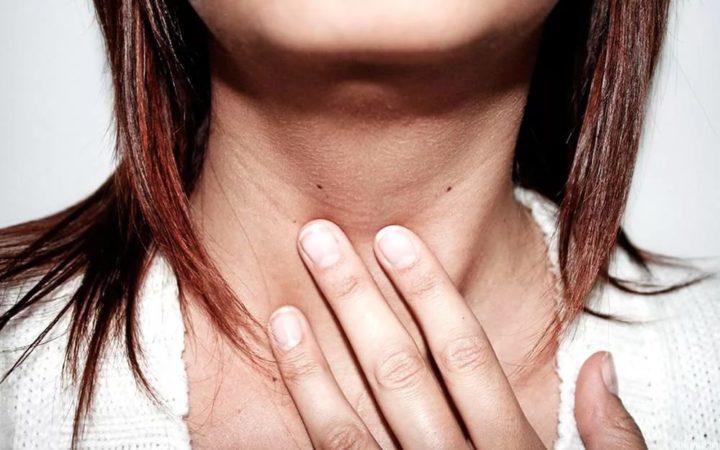 щитовидка давит на горло